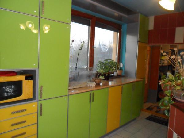 Festett magasfényű konyhabútor